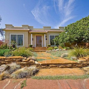 drought-tolerant-front-yard-0110-m